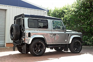 land-rover-defender-twisted-4